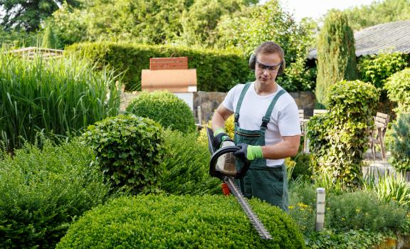 Un jardinier paysagiste