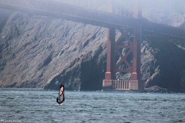O windsurf é super popular em San Francisco. Alguém tem algum palpite sobre o motivo?