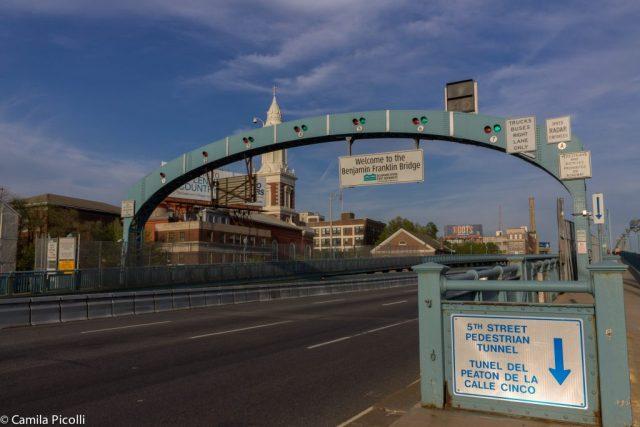 Início da Ben Franklin Bridge