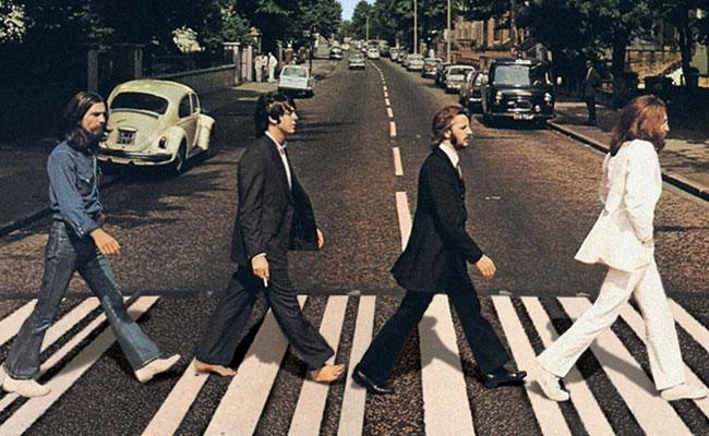 Foto feita para a capa do álbum Abbey Road dos Beatles, lançado em 1969.