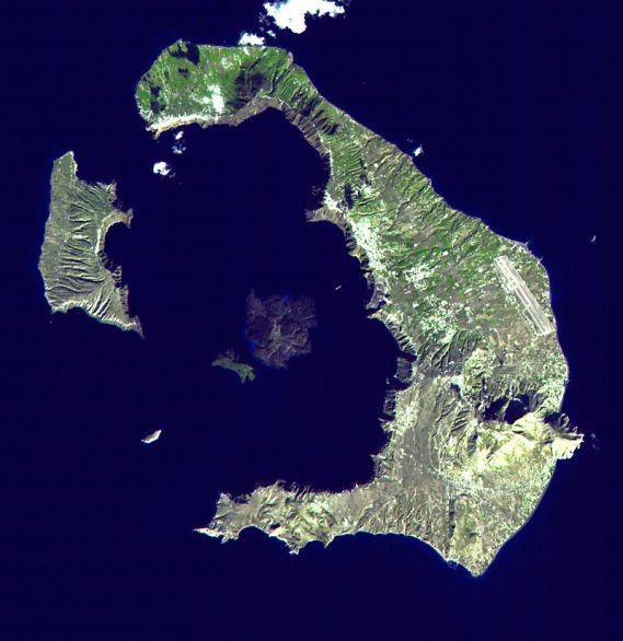 https://es.wikipedia.org/wiki/Santorini#/media/Archivo:Santorini_Landsat.jpg
