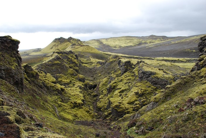 Vista de la fisura central del volcán Laki. Autor: Chmee2 / Valtameri, 03/08/2009. Fuente: Wikimedia Commons (CC BY-SA 3.0)