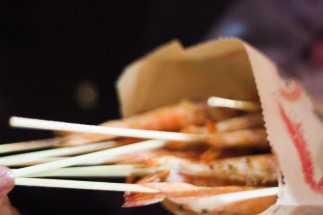 grilled prawns fengjia night market must eat, taiwan
