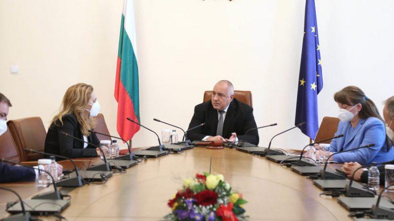 https www euractiv com section all news bulgaria suspends astrazeneca vaccine use