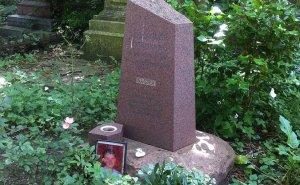 The grave of Alexander Litvinenko in Highgate Cemetery. Photo by Gareth E Kegg, Wikipedia Commons.