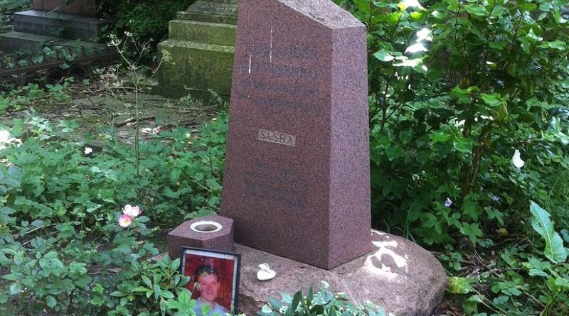 The grave of Alexander Litvinenko in Highgate Cemetery. Photo by Gareth E Kegg, Wikipedia Commons.