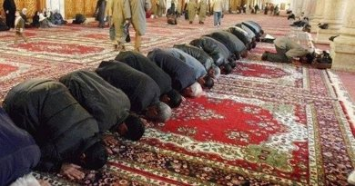 by Antonio Muslims praying. Photo by by Antonio Melina/Agência Brasil, Wikipedia Commons.Melina/Agência Brasil