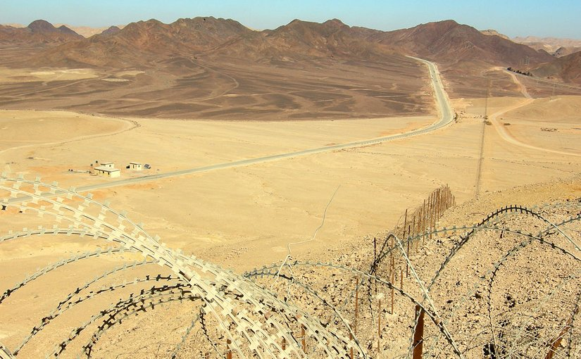 Sinai - Looking north along Egypt-Israel border north of Eilat. Photo by Wilson44691, Wikipedia Commons.