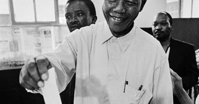 Nelson Mandela votes in the 1994 South Africa presidential elections. Photo by Paul Weinberg, Wikipedia Commons.