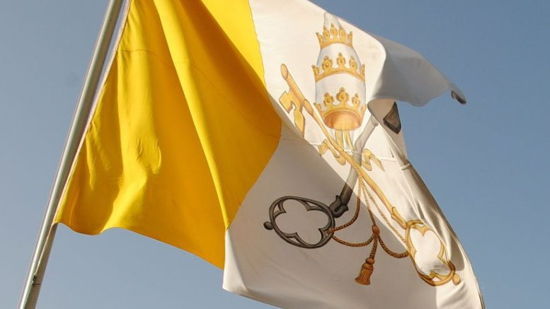Vatican flag. Photo by Leandro Neumann Ciuffo, Wikimedia Commons.