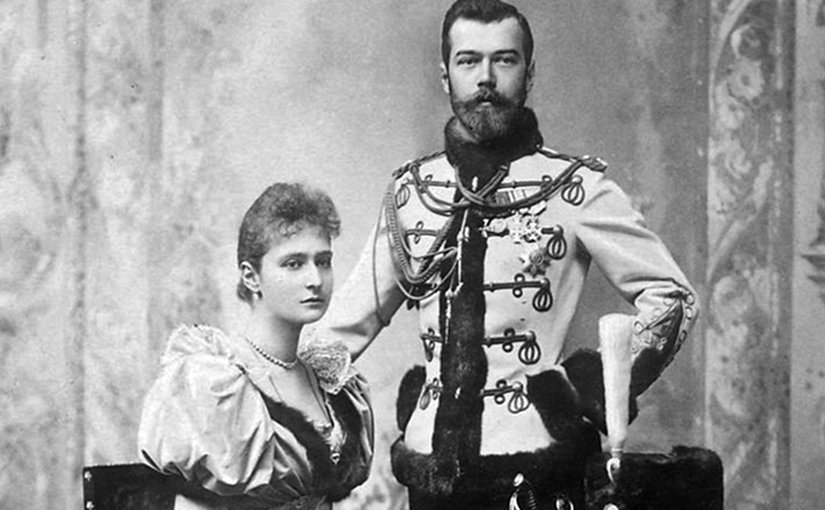 Official engagement photograph of Nicholas II and Alexandra. Photo by Eduard Uhlenhuth, Wikipedia Commons.