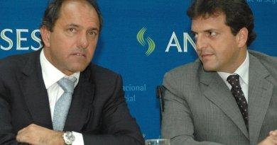 Argentina's Daniel Scioli and Sergio Massa. Photo by Jorge Gonzalez, Wikimedia Commons.