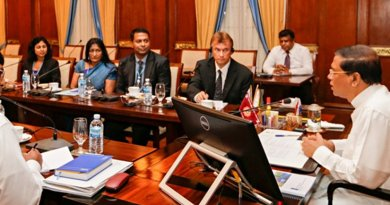 Sri Lanka President Sirisena speaking to officials of Development Program of the United Nations who met him at the Presidential Secretariat. Photo Credit: Sri Lanka's President Media Division.