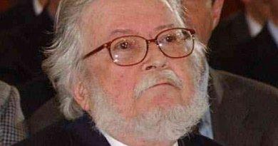 Fernando del Paso. Photo by Gustavo Benítez (Presidencia de la República), Wikipedia Commons.