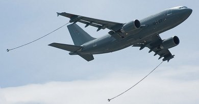 Luftwaffe Airbus A310 MRTT ready for refueling, Paris Air Show 2007. Photo by Dmitry A. Mottl, Wikipedia Commons.