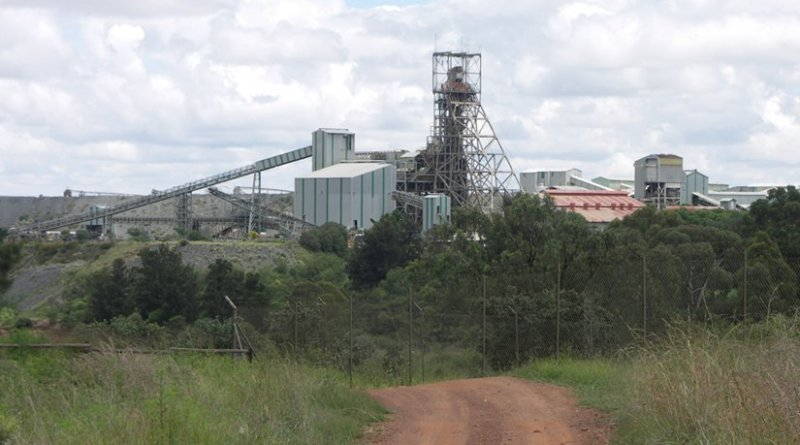 Premier Diamond Mine, Cullinan, Gauteng, South Africa. Photo by NJR ZA, Wikipedia Commons.