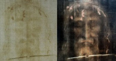 Shroud of Turin featuring positive (L) and negative (R) digital filters. Credit: Dianelos Georgoudis via Wikimedia Commons
