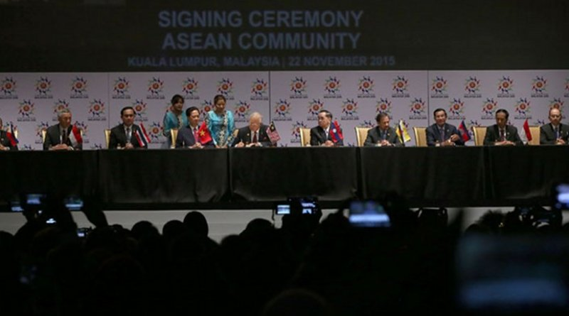 ASEAN leaders sign the 2015 Kuala Lumpur Declaration on the establishment of the ASEAN Community and the Kuala Lumpur Declaration on ASEAN 2025: Forging Ahead Together during the 27th ASEAN Summit in Kuala Lumpur on 22 November 2015. Photo by Benhur Arcayan, Malacañang Photo Bureau, Wikipedia Commons.