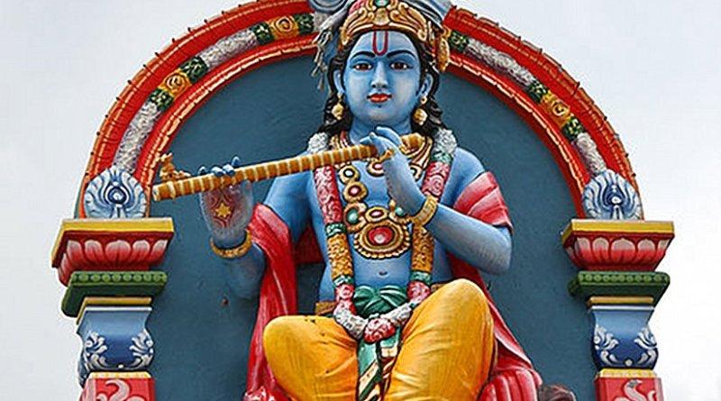 Krishna Statue at the Sri Mariamman Temple, Singapore. Photo by AngMoKio, Wikipedia Commons.