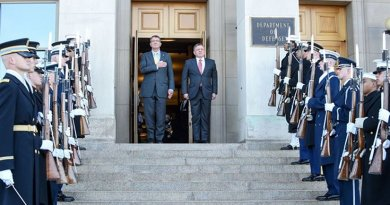 U.S. Defense Secretary Ash Carter renders honors during an enhanced honor cordon welcoming Jordanian King Abdullah II to the Pentagon, Jan. 11, 2016. DoD photo by Army Sgt. 1st Class Clydell Kinchen