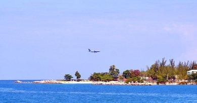 A US Airways aircraft landing at Montego Bay (2013). Photo by WPPilot, Wikimedia Commons.