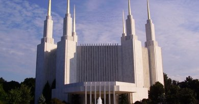 The Washington D.C. LDS (Mormon) Temple. Photo by Uriah923, Wikipedia Commons.