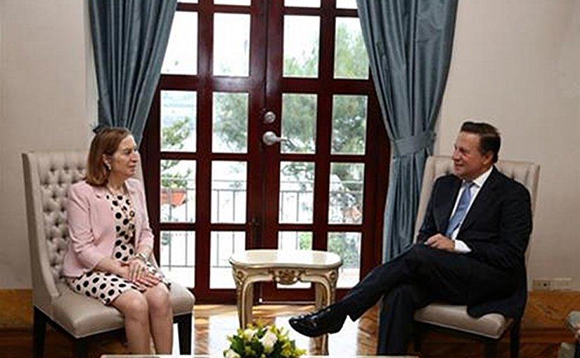 Spain's Ana Pastor meets with Panama's Juan Carlos Varela. Photo Credit: Ministerio de Fomento.