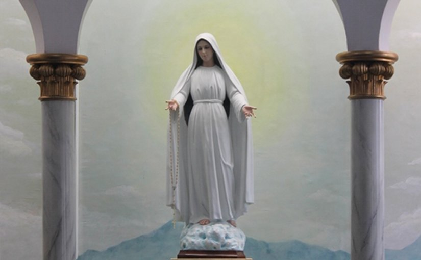 Our Lady Mary Mediatrix of All Grace. Credit: Srppateros, Wikipedia Commons.