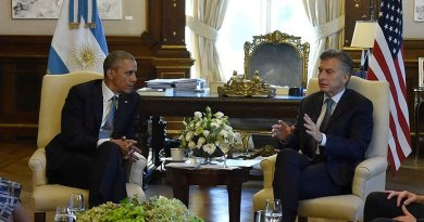 Argentina´s president Mauricio Macri with the presidente of the United States Barack Obama. Photo by Presidencia de la Nación Argentina, Wikimedia Commons.