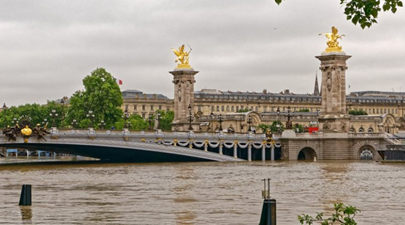 Flooding along the Seine in central Paris, France. Photo by BikerNormand, Wikipedia Commons.