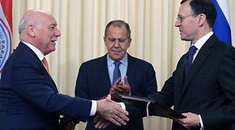 oizaga and Spassky shake on the agreement. Image: Rosatom
