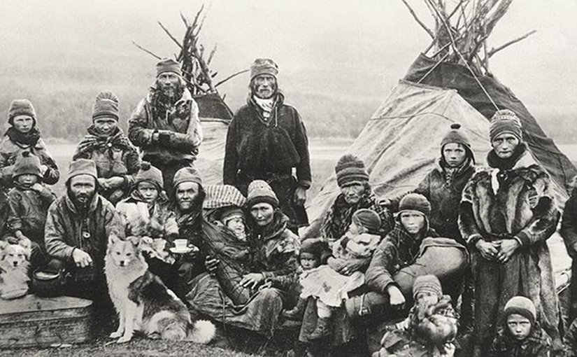 Nomadic Sami people with reindeer skin tents and clothing in 1900-1920. Photo Credit: Granbergs Nya Aktiebolag, Wikipedia Commons.