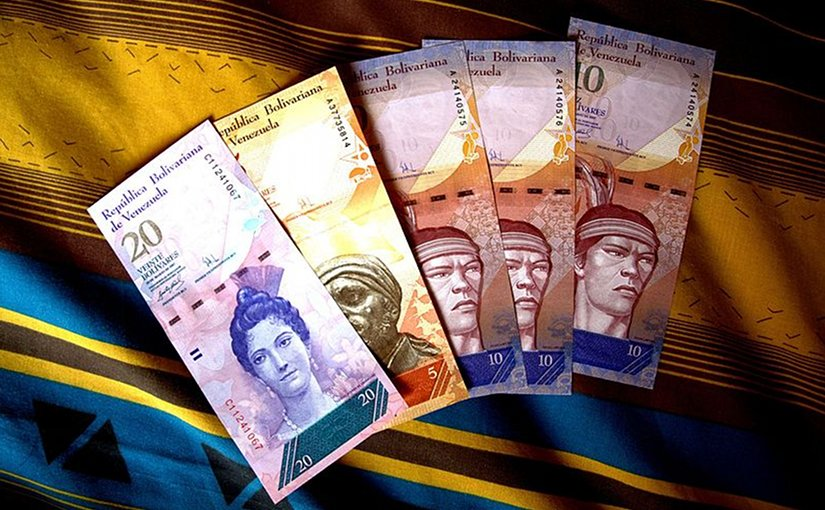 Various Venezuelan 2007–2015 series bolívar fuerte banknotes. Photo by Jorge Andrés Paparoni Bruzual, Wikipedia Commons.