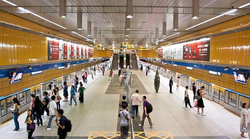 Taiwan's Taipei City Hall Station wide, island platform on the Nangang Line. Photo by Robert S. Donovan, Wikipedia Commons.