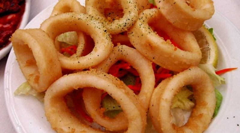 Fried calamares in Spain. Photo by deramaenrama, Wikipedia Commons.