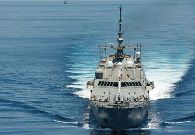 Littoral combat ship USS Fort Worth conducts routine patrols in international waters of South China Sea near Spratly Islands as People's Liberation Army Navy guided-missile frigate Yancheng sails close behind, May 11, 2015 (U.S. Navy/Conor Minto)
