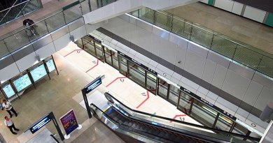 Singapore's Bugis MRT Station of the Downtown MRT Line. Photo by Seloloving, Wikipedia Commons.
