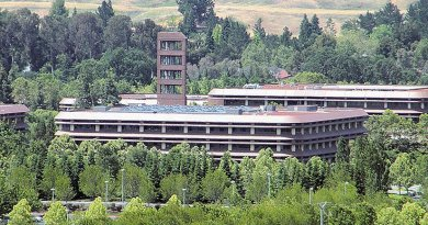 Chevron Corporation headquarters in San Ramon, California. Photo by Coolcaesar, Wikipedia Commons.