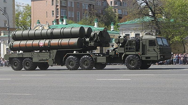 File photo of a Russian S-400 Triumf launch vehicle. Photo by Соколрус, Wikipedia Commons.