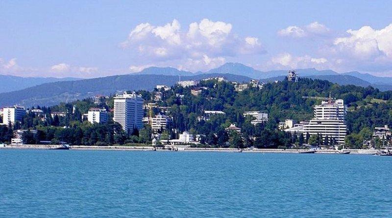 Sochi seen from the Black Sea. Photo by Ojj! 600, Wikipedia Commons.