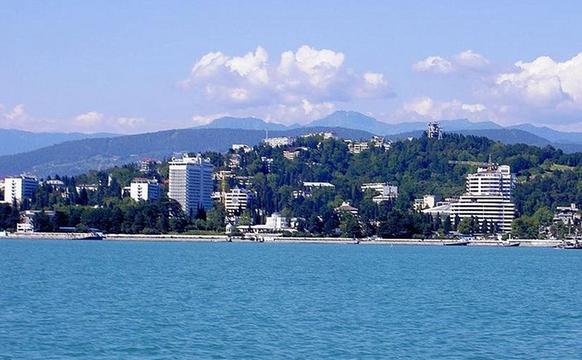 Sochi seen from the Black Sea. Photo by Ojj! 600, Wikipedia Commons.
