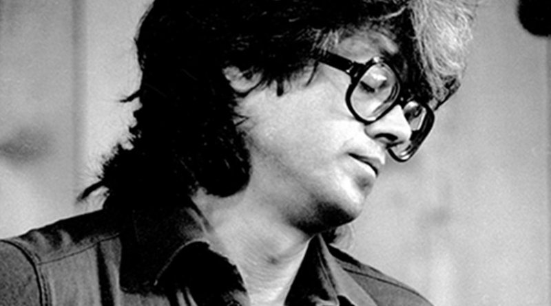 Larry Coryell in 1979. Photo by Brian McMillen, Wikipedia Commons.