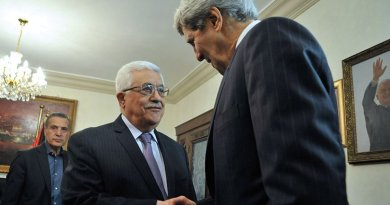 Palestinian Authority President Mahmud Abbas greets U.S. Secretary of State John Kerry as he arrives for meeting in Amman, Jordan, June 2013 (State Department)