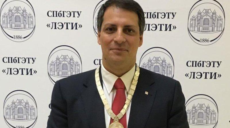 Dr. Jose Caros Quadrado receiving award in Russia, February 2017