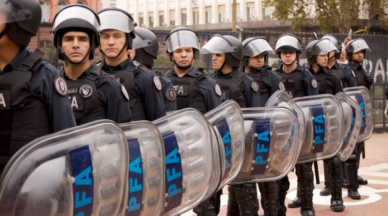 Riot Cops in line in Argentina. Photo by Beatrice Murch, Wikimedia Commons.
