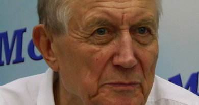 Russian poet Yevgeny Yevtushenko. Photo by Cybersky, Wikipedia Commons.