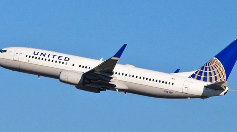 United Airlines airplane. Photo by skinnylawyer, Wikipedia Commons.