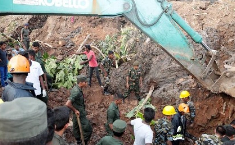 Troops involved in the relief operations at the Meethotamulla garbage dump, which collapsed on Friday, April 14. Photo Credit: Sri Lanka Army.