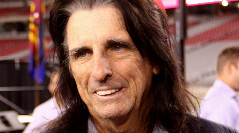 Alice Cooper. Photo by Gage Skidmore, Wikipedia Commons.