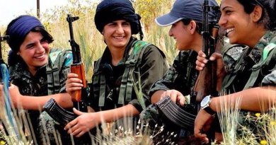 Kurdish YPG Fighters. Photo by Kurdishstruggle, Wikimedia Commons.